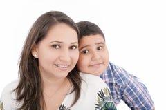 有畸齿矫正术的母亲和儿子 免版税库存图片