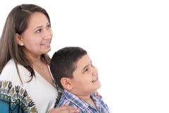 有畸齿矫正术的母亲和儿子 库存图片