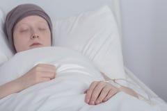 有癌症的女孩在疗法期间 库存照片