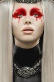 有白发的美丽的苍白妇女 免版税库存照片