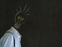 有白垩电灯泡头的聪慧的富创意的人 库存图片