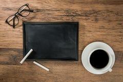 有白垩的黑板设计启发的 免版税库存图片