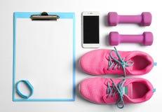 有白纸的剪贴板锻炼计划的, 库存图片
