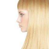 有白肤金发的健康头发的美丽的妇女 免版税图库摄影