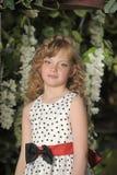 有白肤金发的锁的美丽的小女孩 库存图片