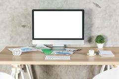 有白色个人计算机的创造性的桌面 免版税库存照片