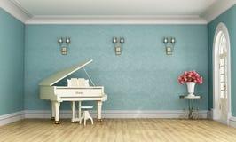 有白色大平台钢琴的音乐室 免版税库存照片