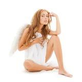 有白色天使翼的美丽的赤裸妇女 免版税库存图片