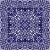 有白色装饰品的蓝色手帕 免版税库存图片