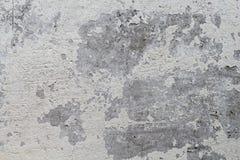 有白色破旧的油漆的老混凝土墙 免版税图库摄影