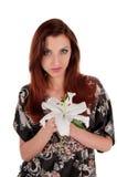 有白花的美丽的妇女 免版税图库摄影