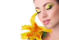 有百合花的美丽的妇女 图库摄影