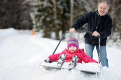 有的乐趣乘驾铁锹雪冬天 库存图片