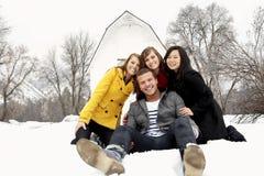 有的乐趣人冬天年轻人 免版税库存图片