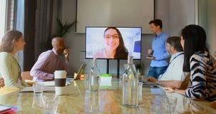 有的商人电视电话会议电话4k 股票视频