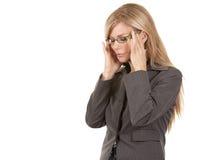 有的女商人头疼 免版税库存照片