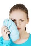 有的妇女可怕的牙疼痛。 免版税图库摄影