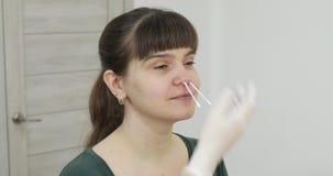 有的妇女给里面鼻子,头发撤除去壳打蜡 股票录像