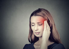 有的妇女头疼,偏头痛 免版税库存照片