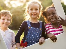 有的孩子乐趣时间一起 免版税库存照片