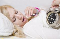 有的少妇失眠 免版税库存图片