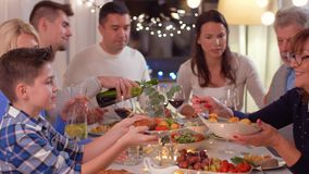 有的幸福家庭晚餐会在家 影视素材