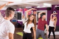 有的成人小组健身类 免版税库存照片