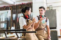 有的木匠从他们的工作的断裂 免版税库存照片