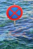 有的溢出的街道交通标志波浪 库存照片