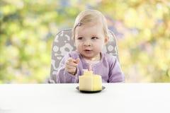 有的婴孩她的第一个生日,被弄脏的背景 库存图片
