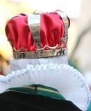 有皇家冠的老国王从后面拍摄了 免版税库存图片
