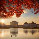 有皇家庭院的Nymphenburg宫殿在慕尼黑,德国 库存图片