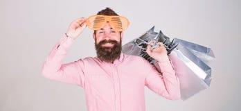 有益的成交 购物的上瘾的消费者 如何准备好在您的下个假期 有全部的人有胡子的行家 库存图片