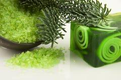 有盐的芳香自然肥皂 免版税库存图片