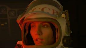 有盔甲遮阳的俄国宇航员 影视素材