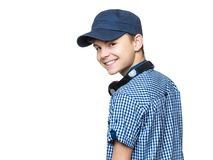 有盖帽和耳机的青少年的男孩 库存图片