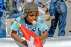 有盖帽的年轻支持者享受体育在世界Orienteering冠军在洛桑,瑞士 库存照片