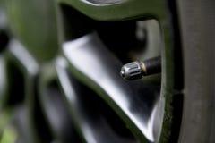 有盖帽的轮胎气压阀门 库存照片