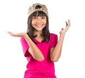 有盖帽的IX年轻青春期前的亚裔女孩 免版税图库摄影