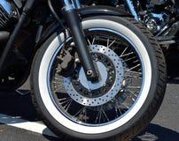 有盘式制动器的摩托车轮胎 库存照片