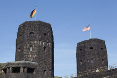 有盟友和德国的旗子的雷马根-雷马根桥梁 库存图片