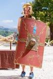 有盾和盔甲的女孩 免版税图库摄影