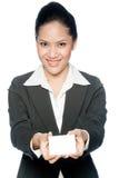 有看板卡的女实业家 免版税图库摄影
