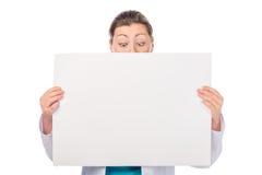 有看的海报的妇女下来 免版税库存照片