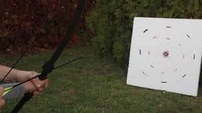 有瞄准目标的弓的女孩 影视素材