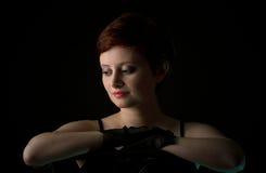 有短发的美丽的红头发人妇女 免版税库存照片