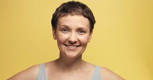 有短的理发的困30s妇女 免版税库存图片