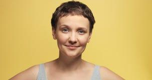 有短的理发的困30s妇女 免版税图库摄影