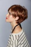 有短的红色头发的妇女 免版税图库摄影