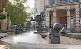 有矮人的喷泉 免版税图库摄影